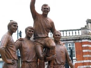 statue of football players